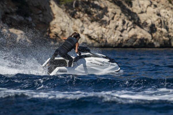 2021-Yamaha-SJ1050-EU-White-Action-008-03