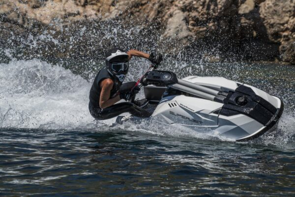2021-Yamaha-SJ1050-EU-White-Action-014-03