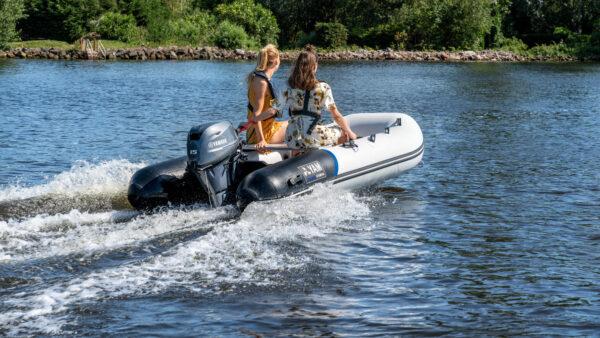 2020-Yamaha-YAM310S-EU-Arctic_Grey-Action-002-03